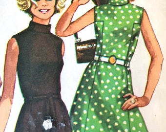 Chic Vintage 1960's A-Line Dress With Panel Interest---Simplicity 8588---Size 14  Bust 36