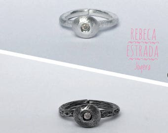 Black or white ring