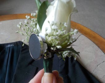 Wedding, prom, homecoming!  Must have magnetic boutonniere holder