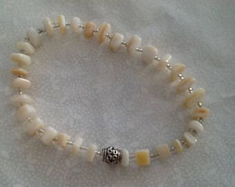 Stretch bracelet with Mother of Pearl and clear seed beads