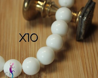 10 pearls 10mm white ceramic A202
