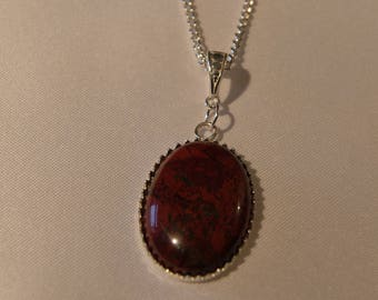 Here is a 925 silver necklace and its oval pendant in jasper brecia.
