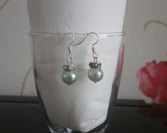 Light green pearls earrings