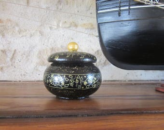 Black and gold jewelry box, display