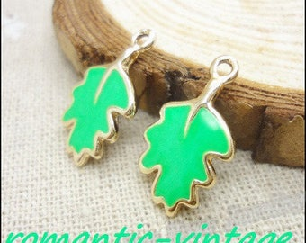 4 charms, green enameled leaves dangle and goldtone 20 * 12mm
