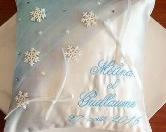 Ring pillow / wedding pillow / holder: Theme snow falls.