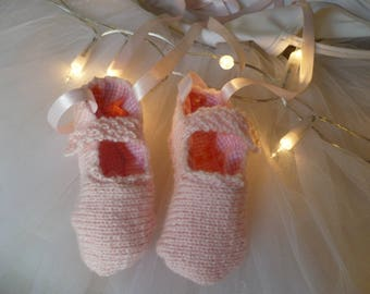 Dancer acrylic pink baby booties