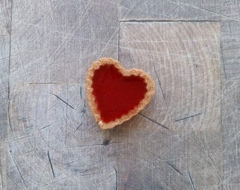 Tart heart Strawberry resin magnet