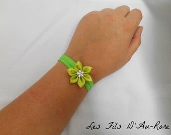 Bracelet in green satin with green satin flower