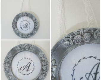Round frame style Shabby Chic letter Monogram choice