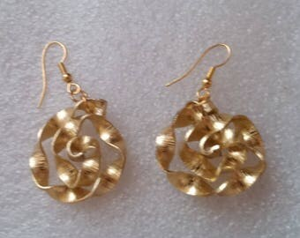 Nice flat aluminum gold wire 2 mm hand beaded earrings.
