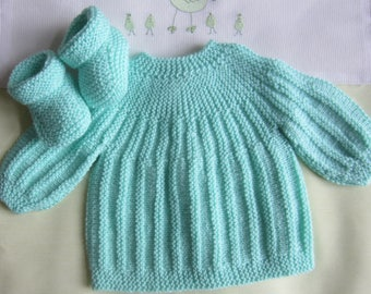 """Bra and """"green"""" color in size newborn baby booties"""
