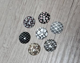7 glass cabochons 12mm black and white vintage flowers theme