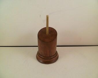 Socle en bois pour figurines bustes rond à pan coupé. sbpcraca1