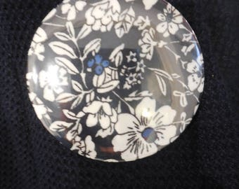badge pin in blue fabric flowers, round shape
