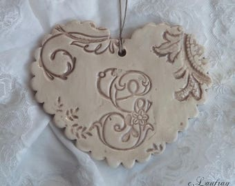 Heart shabby chic in earthenware with Scalloped edges, lace print, beige weathered and letter 'G'