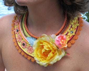 Necklace creator bib woman AREAREA - silk, Pearl engraved from Tahiti, mother of pearl, mop, lace, flower, Tahitian crafts Pacific