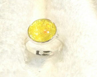 Yellow with glitter cabochon ring