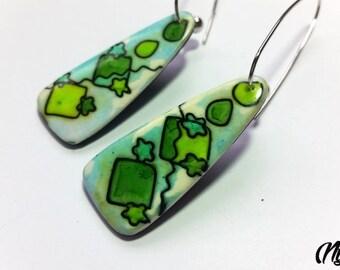 Green tone, geometric pattern earrings