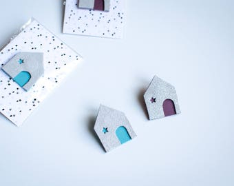 Glittery silver leather House brooch