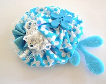 brooch restructured yoyo flowers, felt, tulle and lace 8 5cmx5, 5cm