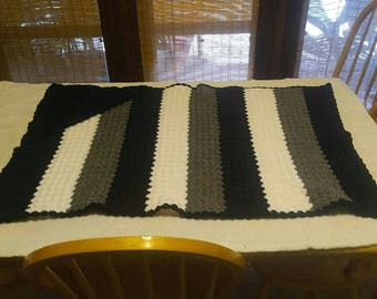 Raider's colors hooded baby blanket (crochet)