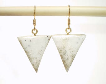 Earrings are made of white and gold marble effect