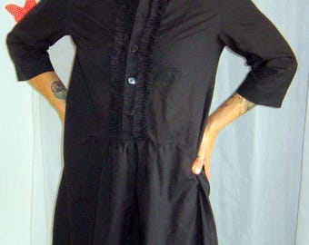 Black shirt and ruffle bib
