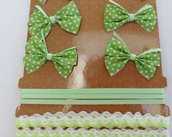 set of 6 bows satin ribbon 1 and 1 green corrugated Ribbon with white dots