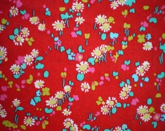 flowers on red refredbllue253c patchwork fabric