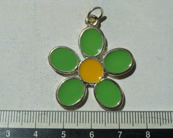 1 metal and enamel green/yellow 30mm flower charm