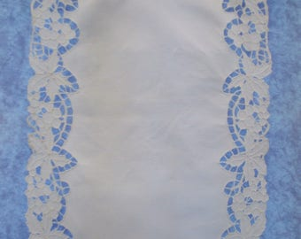 Handmade curtain breeze-view(-sight) in antique white linen, Richelieu embroidery and bobbin lace