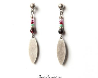 Stud Earrings boho sequin silver smooth feathers aged, Garnet and seed glass beads