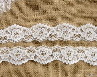 Beautiful white lace 3.3 cm wide