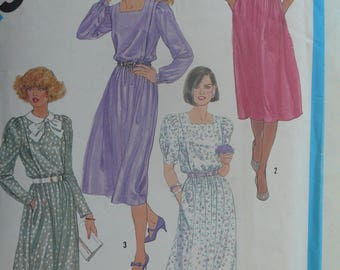 Womens Sewing Pattern, Dress with Neckline and Sleeve Variations - Vintage Simplicity 6489 - Size 18-20