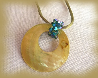 pendant necklace mother of Pearl yellow/green lime and Emerald Crystal beads