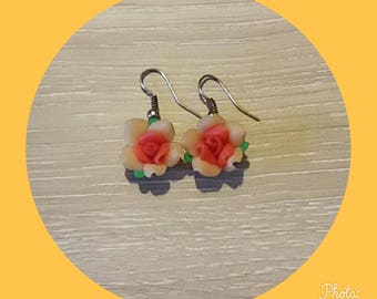 Earrings in polymer clay in the shape of flower