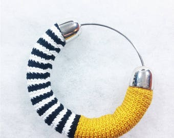 Bangle in Lisle's crochet worked ++ Glimlag Stripes Bangle yellow ++