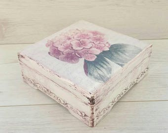 Storage box with hydrangea, Jewelry gift box, Jewelry storage box, Gift box decoupage, Shabby chic gift box, Jewelry box wood, Decoupage box
