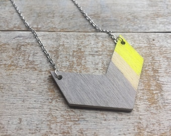 Necklace chain and chevron wood colored