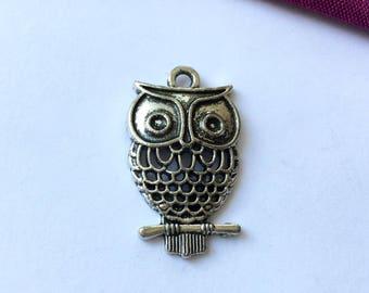 OWL pendant in Tibetan silver 32 mm x 17 mm (H63)
