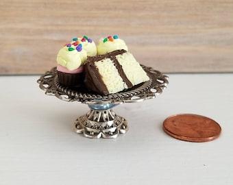 Miniature Cake Stand, Dollhouse Cake Stand, Miniature Cupcakes, Miniature Cake, Dollhouse Food, 1:12 Scale, OOAK
