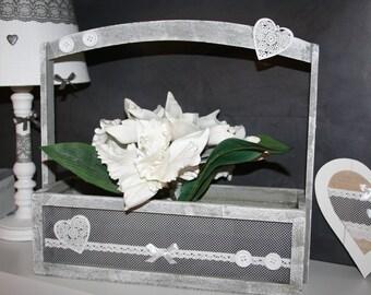 jardinière en bois gris cérusé dentelle et coeur shabby