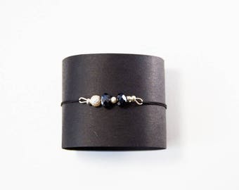 Simple and discreet bracelet black and white