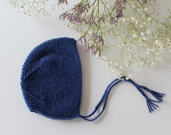 Blue wool bonnet of midnight baby