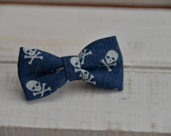 Barrette large blue denim bow with mini skulls