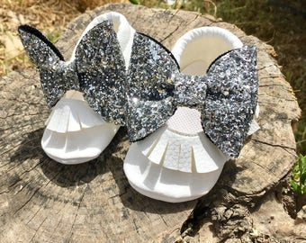 Baby Moccasins White Shining Silver Bow Moccasins , Mocc, Baby Moccasins White Moccasins, Baby Girl Moccasins, Baby Girl Shoes,