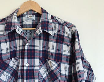 Red and navy vintage 70s flannel // vintage Bellcraft plaid flannel button up shirt