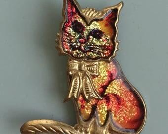 Adorable vintage cat brooch