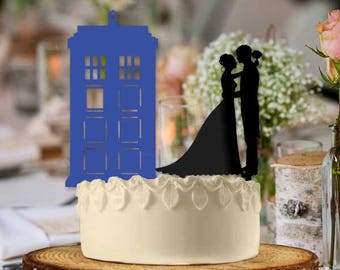 Newlyweds Tardis Couple Kiss Wedding Cake Topper